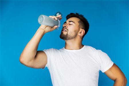 صورة , رجل , زجاجة ماء , شرب الماء