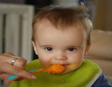 الأطفال ، عمر 6 شهور ، عمر 9 شهور ، السبانخ ، زيت الزيتون ، البازلاء ، الجبن ، الكوسة