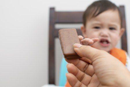غذاء الأطفال ، الفيتامينات ، الرضاعة الطبيعية ، الحليب المدعم