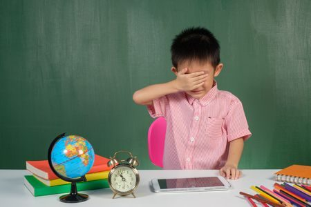 تهيئة الطفل , السنة الدراسية الأولى , العودة للمدارس , طفل يبكي
