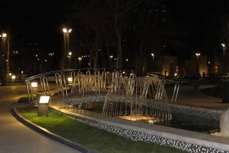 اذربيجان ، نوافير فيلهارمونيك ، الرحلات السياحية ، السياحة العائلية ، حديقة خاقاني ، منتزه حسين جويد