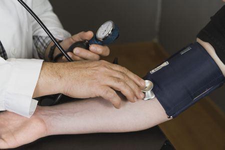 صورة , إرتفاع ضغط الدم , قياس ضغط الدم