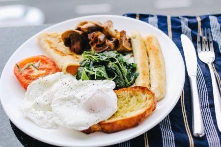 الإفطار ، الغذاء الصحي ، الكالسيوم ، الحليب ، زبدة الفستق ، الشوفان ، حبوب الشيا ، الفواكه