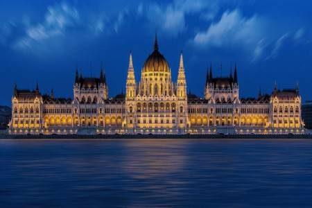 المجر ، أوروبا ، بودابست ، مبنى البرلمان ، مدينة بيتش ، تكلفة السفر