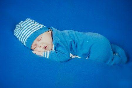 نوم الأطفال ، الكوابيس ، اضطرابات النوم ، المشي أثناء النوم ، الأمهات