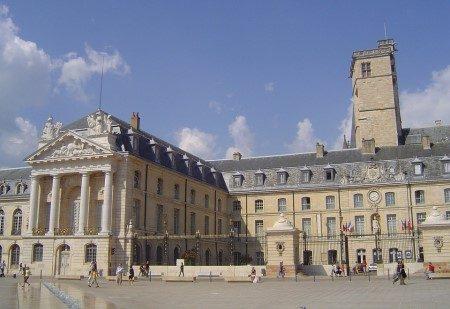 ديجون ، فرنسا ، قصر الدوق ، كنائس ديجون ، المسرح الكبير ، المزارات السياحية
