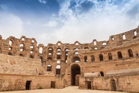 تونس ، معالم سياحية ، مسرح دجيم ، جزيرة جربة ، مدينة قرطاج ، متحف باردو ، سيدي بوسعيد ، غراند عرق الشرقية