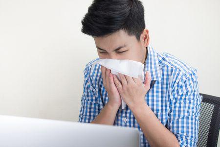 صورة , رجل مريض , الانفلونزا والزكام