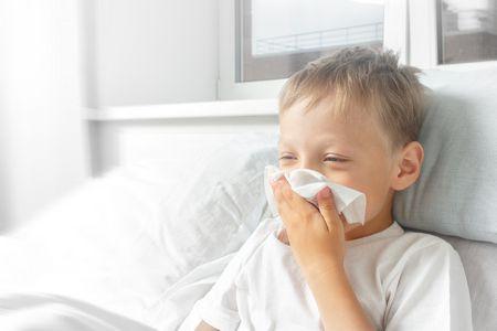 صورة , طفل مريض , نزلات البرد والانفلونزا