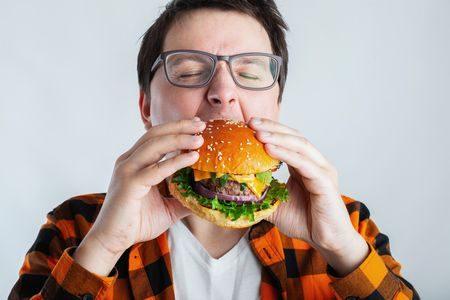 صورة , رجل , تناول الطعام , الأكل ليلاً
