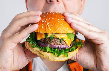 صورة , رجل , طعام , فصل الشتاء , زيادة الوزن