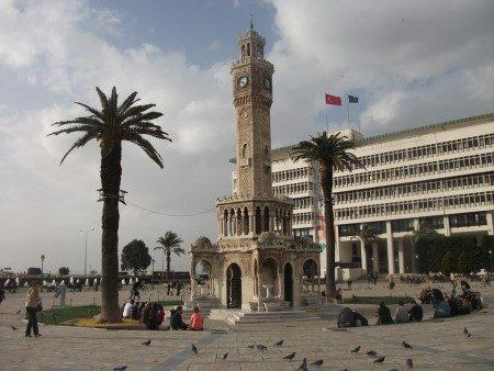 تركيا ، إزمير ، المطبخ التركي ، المعالم السياحية ، برج الساعة ، سوق كمرالتي ، مصعد إزمير