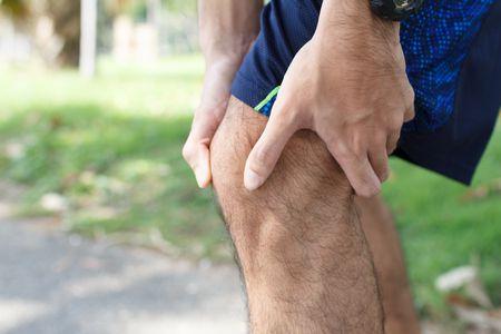 صورة , رجل , ألم الركبة , تكلس الركبة