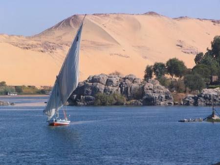 مصر ، أسوان ، الأهرامات ، الصحراء البيضاء ، مسجد الرفاعي ، كهف الجارة ، البحيرة المسحورة