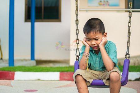 طفل حزين ، وفاة الأب