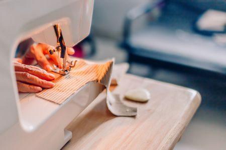 شراء ماكينة خياطة , sewing machine , صورة