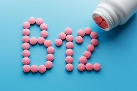 نقص فيتامين B12