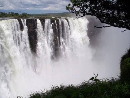 زيمبابوي ، شلالات فيكتوريا ، هاي لاند ، هوانجي ، مانا بيولز ، بينانغ