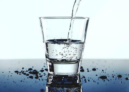 الماء ، نضارة البشرة ، السموم ، التعرق
